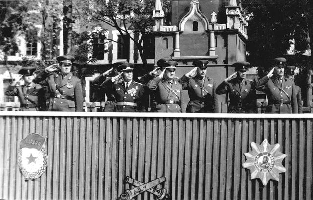 disztribun_balrol_a_masodik_nyikolaj_kozsoma_ezredpk_1971-1973.jpg