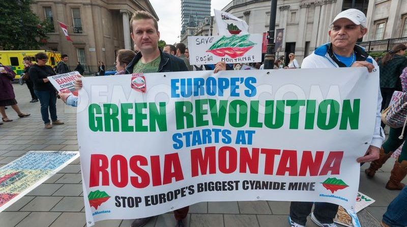 save-rosia-montana-protest-underway-in-london_2827735.jpg