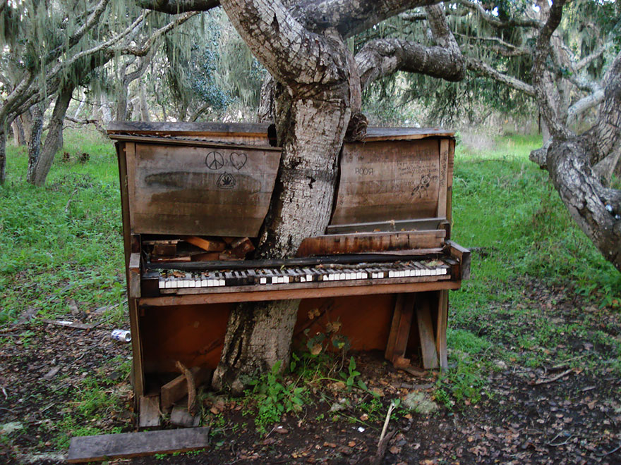 old_piano.jpg