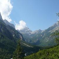 Kirándulás a hegyek, vízesések és barlangok földjére