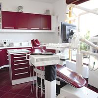 Fel a kezekkel, ki lakna egy fogorvosi rendelőben?