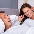 Idegesít a horkolás? Itt a módszer a lárma ellen!