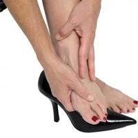 A görbe lábujjak leggyakoribb okai és a megoldás ellene