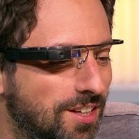 Sergey Brin tévében mutogatja a Google szemüveget