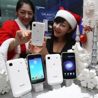 Óriási siker a Galaxy S, jön a fehér verzió