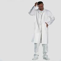 A kötelező orvosi munkaruha az NHS-ben.  Az az, bye-bye fehér köpeny ?!