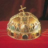 E ünnepélyes napon a Szent Korona (sacrae corona) kihirdeté