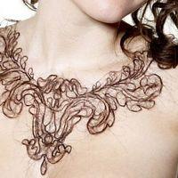 Emberi hajból készült nyakláncok
