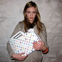 Louis Vuitton, Chanel, Fendi marmonkanna  a menő!?