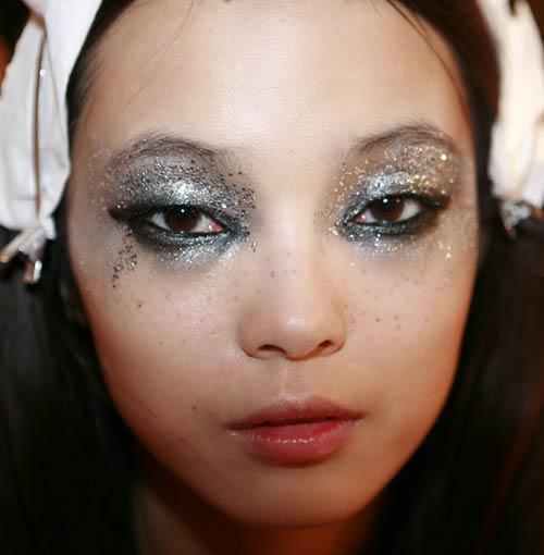 dsquared2-2012-spring-smoky-glittery-rock-makeup.jpg