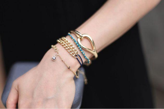 gold-hoop-bracelet-01-3_matte_950_634.jpg
