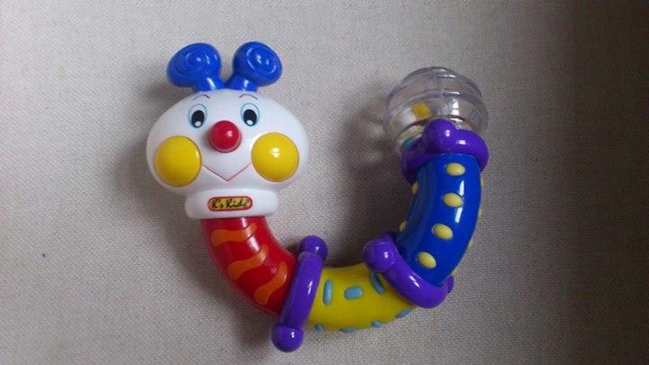 Bohócnak álcázott csörgőkígyónak álcázott vibrátor