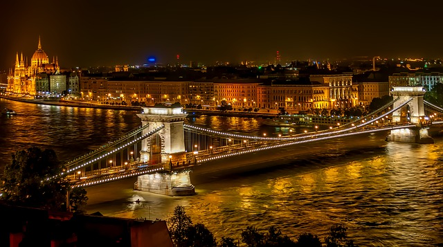 szechenyi-chain-bridge-1758196_640.jpg