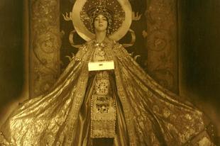 Hajdanvolt orientális táncosnők jelmezei III.