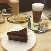#ilovepaleo #eatclean #eathealthy Paleo tiramisu torta és kókusztejes latte ☺️