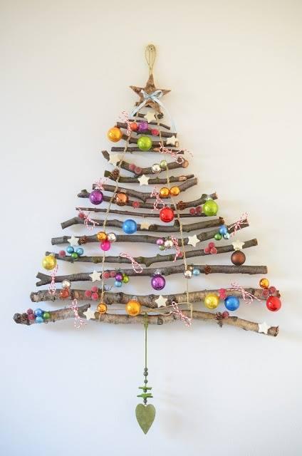 Karácsonyfa hazahordott botokból. <br />Elkészítése és további ötletek itt: http://nekunkbevalt.hu/a-haza-hordott-botokbol/