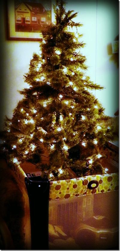 Ugyanennek a low budget-s változata<br />Forrás: http://www.thecreativerecycler.com/2013/12/23/baby-proof-christmas-tree/