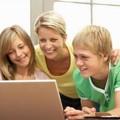 Kiszolgáltatjuk-e a neten a gyerekeket mi szülők?