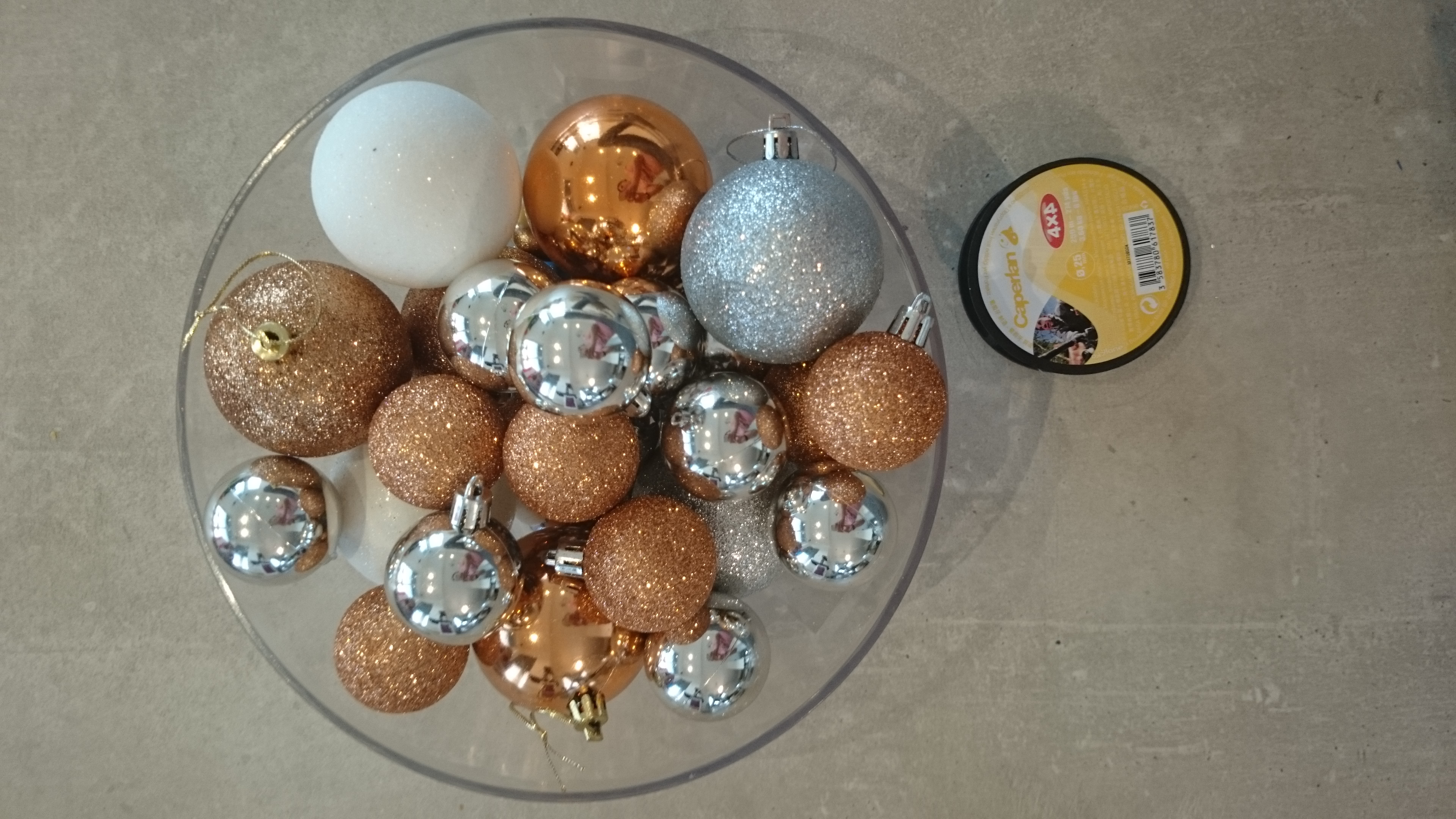 Elegáns és megfizethető karácsonyi ablakdísz