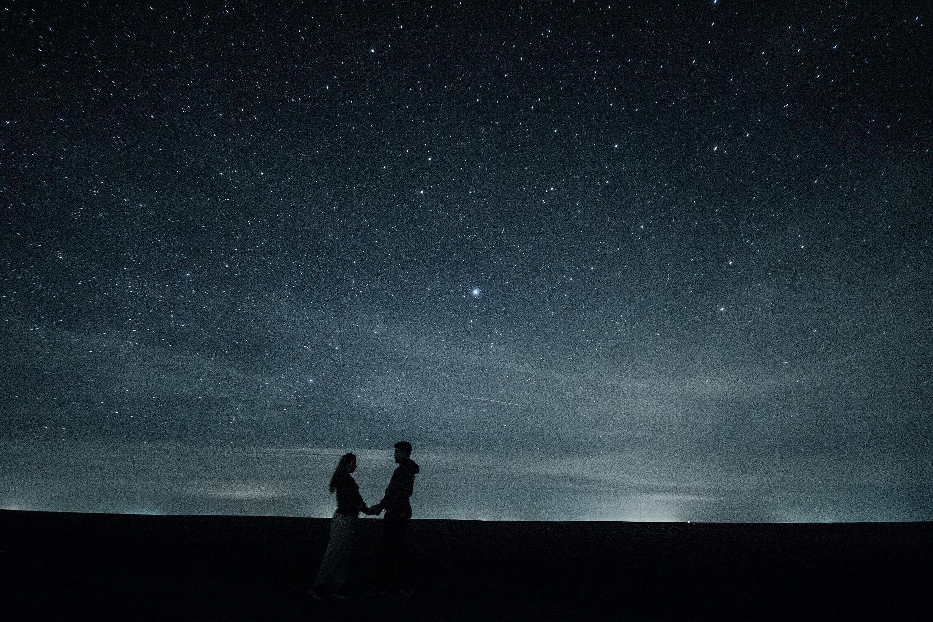 couple-1375125_1920.jpg