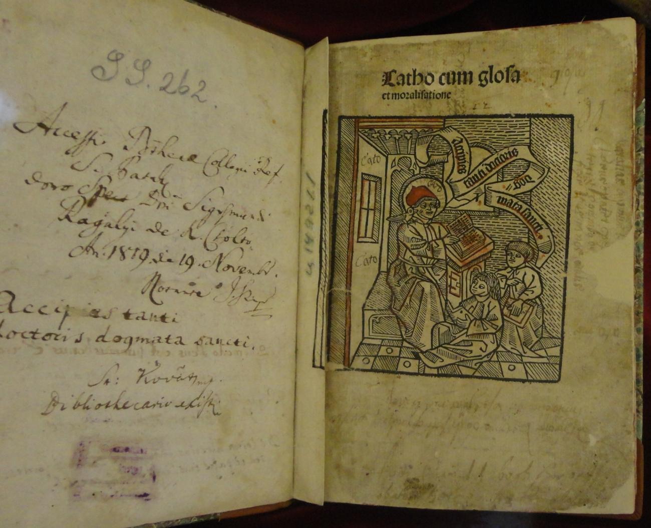 Egy ősnyomtatvány illusztrációja, a mester tanítja diákjait, Sárospataki Református Kollégium Nagykönyvtár [TINTA Könyvkiadó]