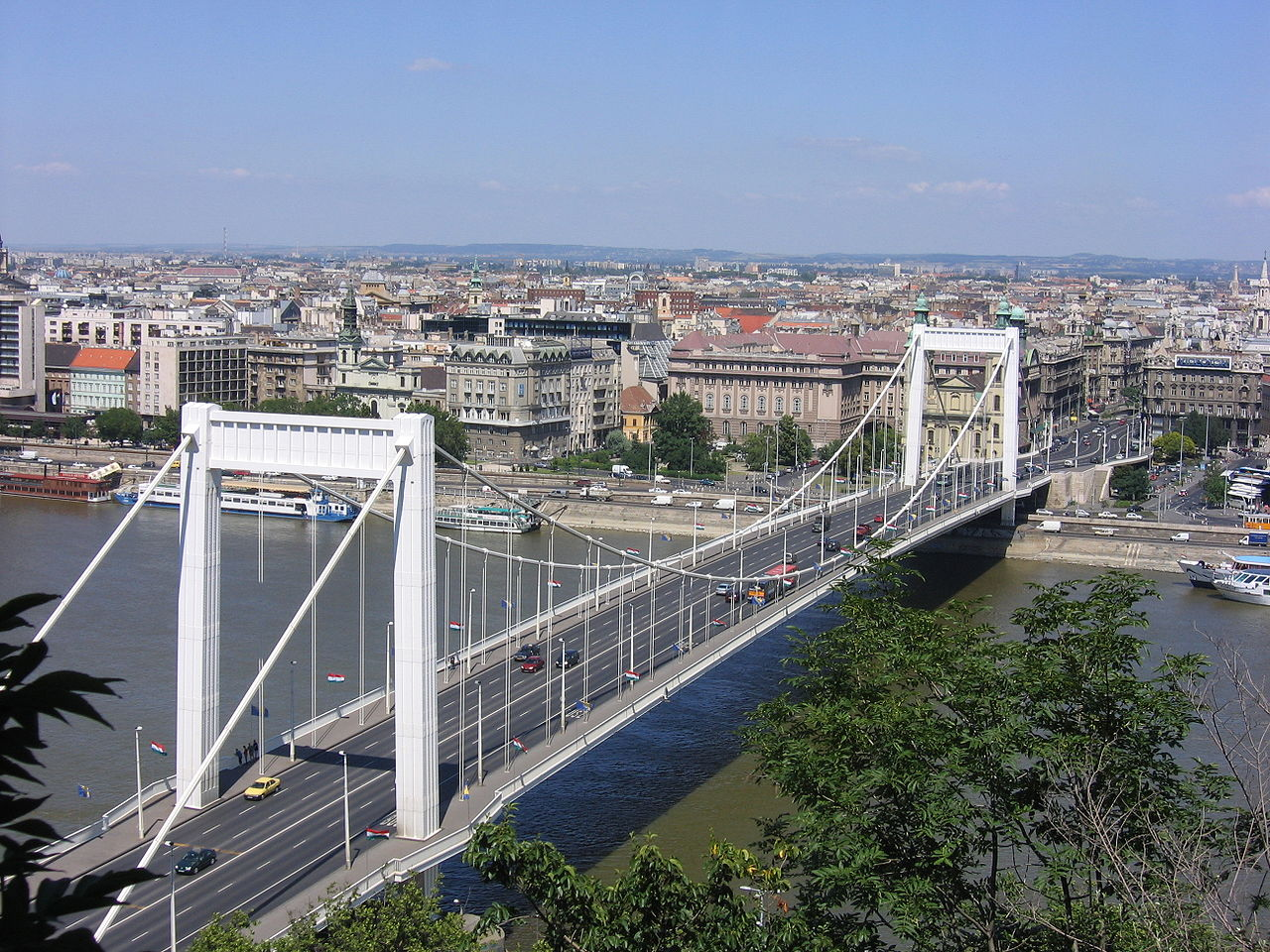 1280px-view_from_citadella_on_budapest_2005_154.jpg