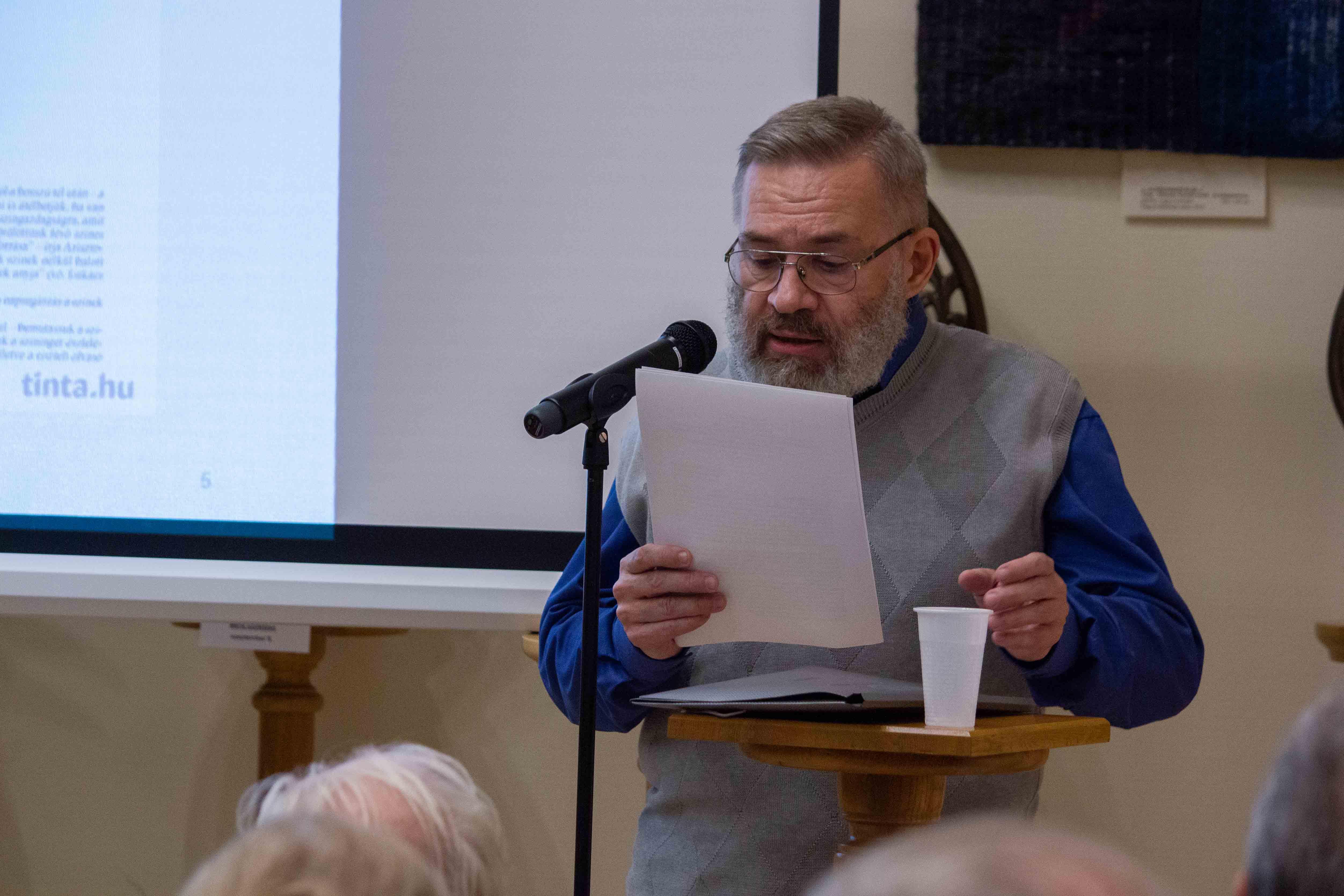 Balázsi József Attila beszélt A színek és a színnevek világa című könyvről (Fotó: Terjéki Tamás és Muszka Ágnes)