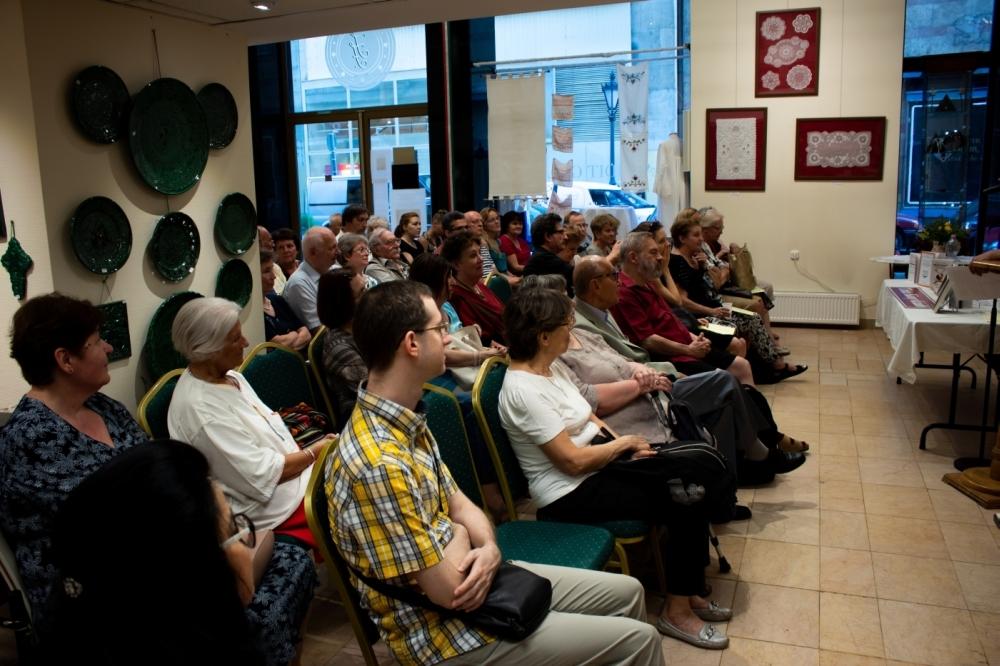 A közönség érdeklődve figyel (Fotó: Terjéki Tamás és Muszka Ágnes)