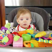 Foglalkoztató és fejlesztő játékok 6-12 hónapos babák számára