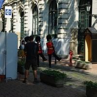 Brit őrségváltásról forgattak filmet japánok a magyar Olasz Intézet előtt
