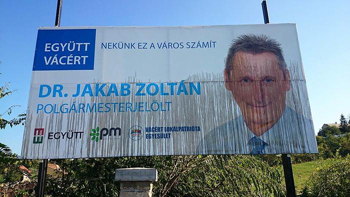 jakab-zoltan-megrongalt-plakatja-700.jpg