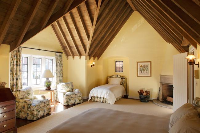 8-pent-level-bedroom.jpg