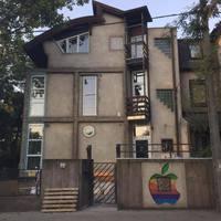 Felújítják az Apple első magyarországi központját, előbukkant az almalogó