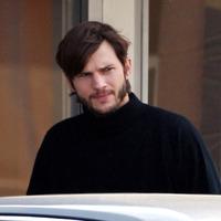 Így néz ki Ashton Kutcher Steve Jobsként