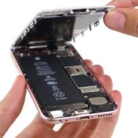 Az Apple elmagyarázza, miért lassítja le a régi iPhone-okat