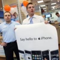 Egy évvel az első után jön a második iPhone?