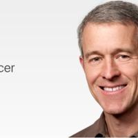 Ez az a fickó, aki Jony Ive távozásával óriási befolyást szerez az Apple-nél