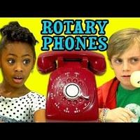 A fiataloknak fogalmuk sincs arról, hogyan használjanak egy tárcsázós telefont