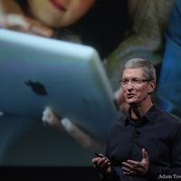 Mivel kell kezdenie Tim Cooknak egy mini iPad bemutatását?