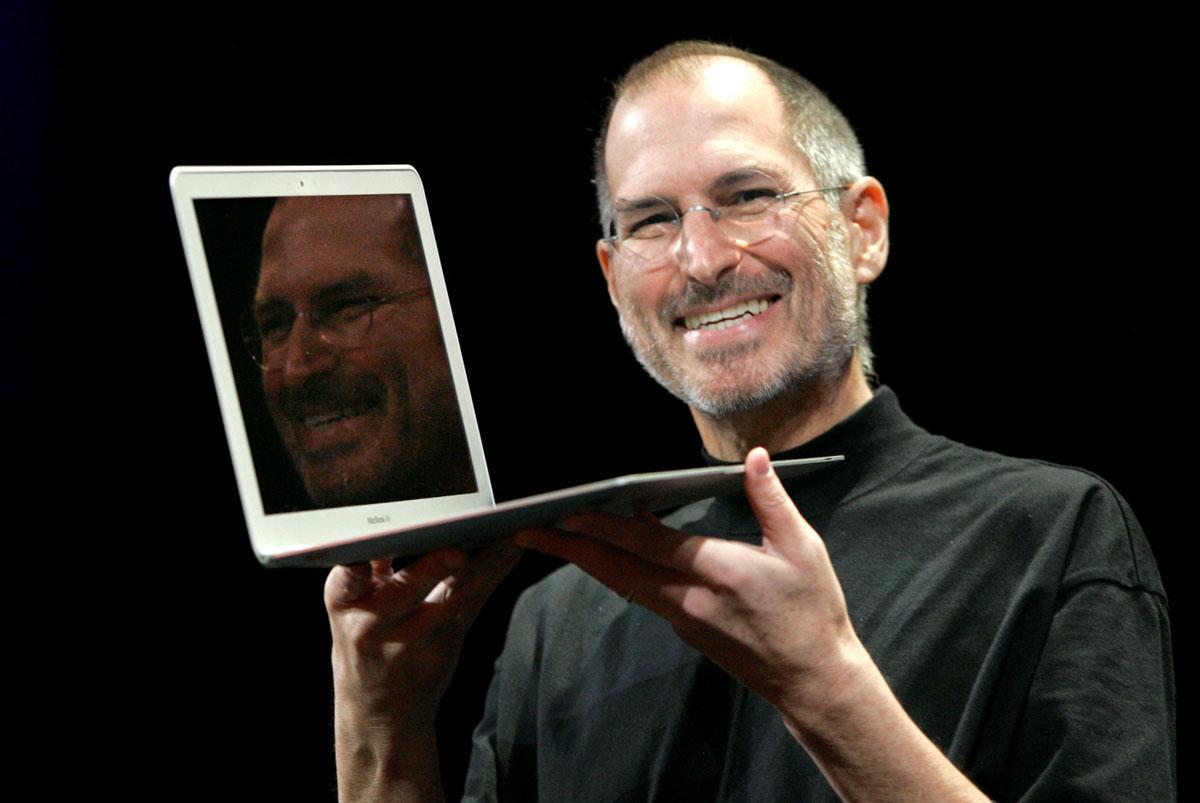macbook-air-steve-jobs-2008.jpg