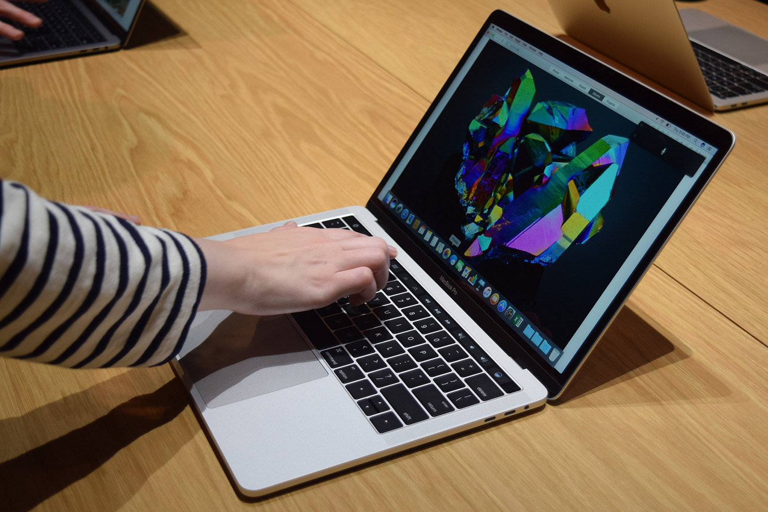 apple-macbook-pro-15-with-touch-bar-hands-on-0004-1500x1000.jpg