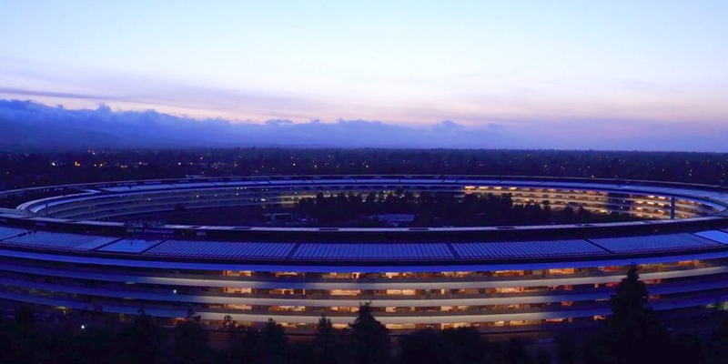 apple-park-night.jpg