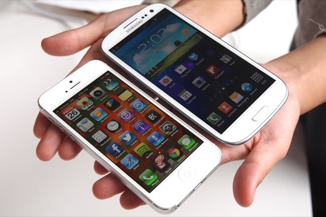 iphone-5-vs-Galaxy-S4.jpg