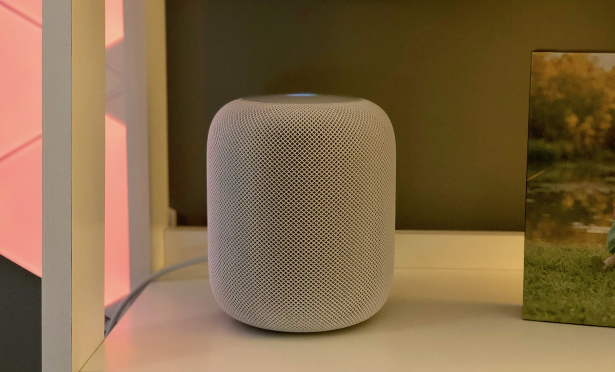 mitchs-homepod-on-shelf.jpg