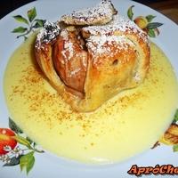 Sült-töltött alma leveles tésztába bugyolálva, vaníliamártással kísérve