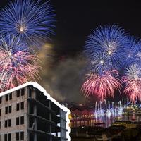 A 20-ai tűzijáték egy romos épület tetejéről + extrém fényfestés