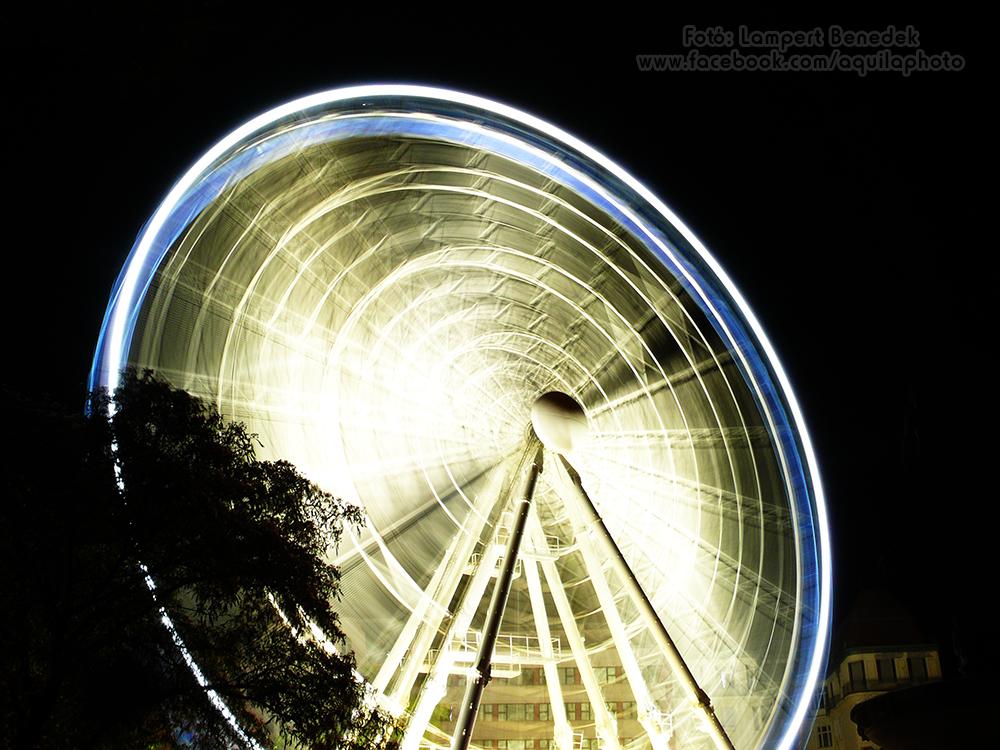 És az említett Budapest Eye. Ez a fotó a klasszikus beállítás, ami valóban látványos, de...