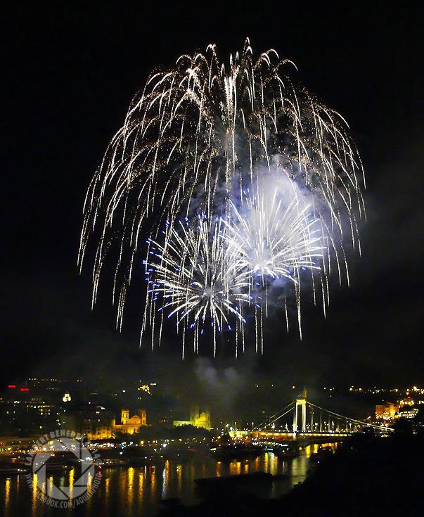 Szintén ziccer az Augusztus 20-ai tűzijáték. Az idei (2014) különösen szép volt.
