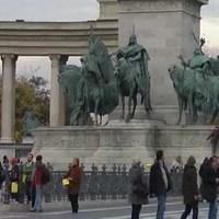 Új Színház-ügy: Flashmobbal és új videóval is tiltakoztak