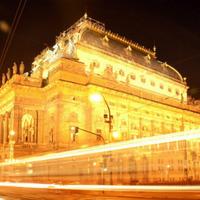 Sokkolóval fogták el a prágai Nemzeti Színház megrongálóját